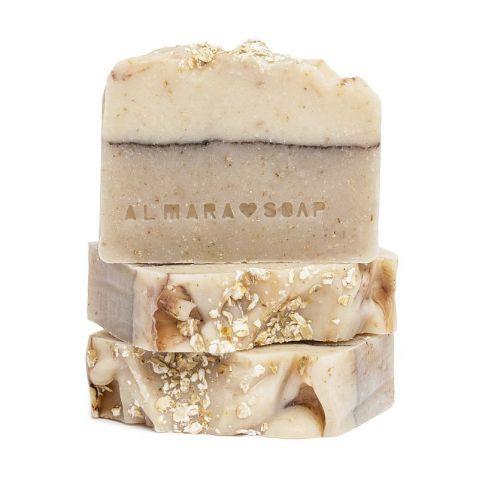 Tuhé mýdlo na suchou a přecitlivělou pleť Ovesný koláč Almara Soap 90 g